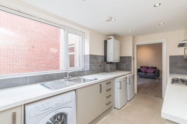 2 Bedroom Ground floor flat To Let in Heaton