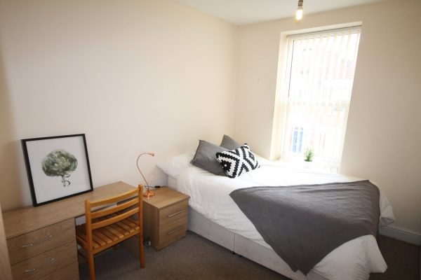 3 Bedroom Flat To Let in Heaton