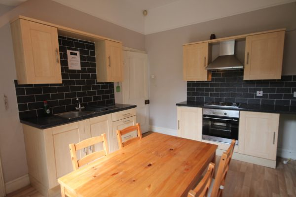 4 Bedroom Terraced House To Let in Heaton