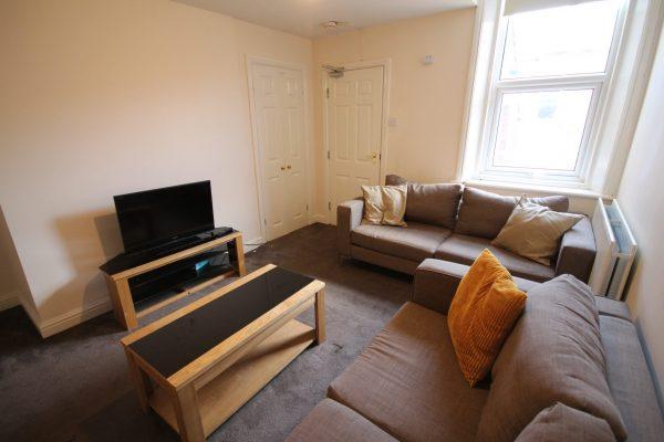 5 Bedroom Maisonette To Let in Sandyford